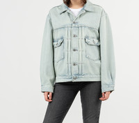 Vezi produsul Levi's Love Letter Trucker Jacket Light Blue Denim in magazinul footshop.ro